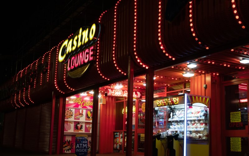 online vs land based casino